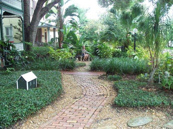 Alexander Homestead: Front yard.