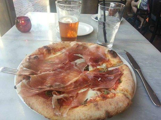 RedRocks Pizza Napoletana: Margherita con prosciutto