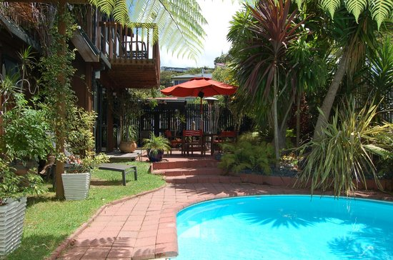 Harbour View Lodge: Lounge by the pool at Harbourview Lodge