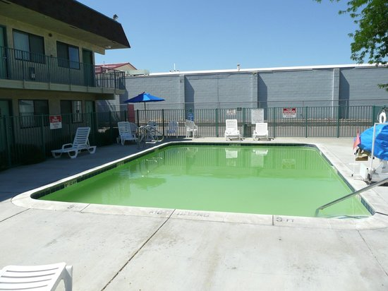 Motel 6 Kalispell: No photo-shopping done on this pool-water color