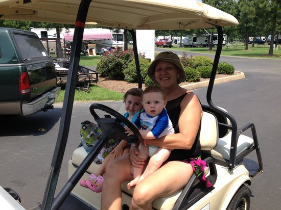 Bethpage Camp-Resort: Golf carts were def a must have
