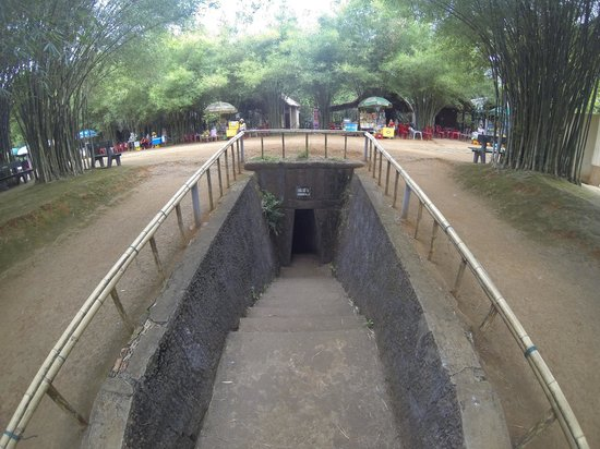 Mr. Trung's DMZ Tour: haunted tunnel