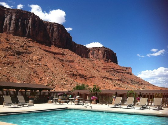 Red Cliffs Lodge: View of pool