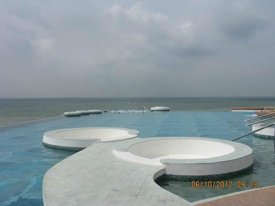 Royal Cliff Grand Hotel: infinity pool, beautiful view