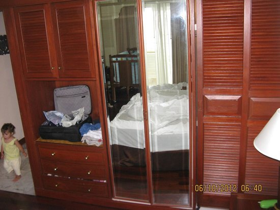Royal Cliff Grand Hotel: closet