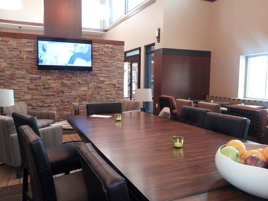 Hampton Inn & Suites Boulder - North : Breakfast area