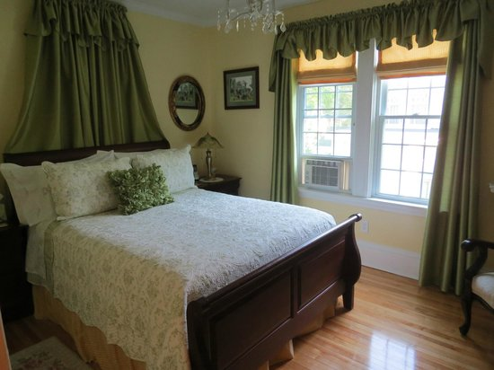 Colby House Bed & Breakfast: Smallest of the rooms