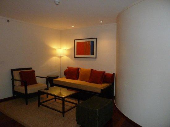 Swissotel Resort Phuket Kamala Beach : lounge area in the room