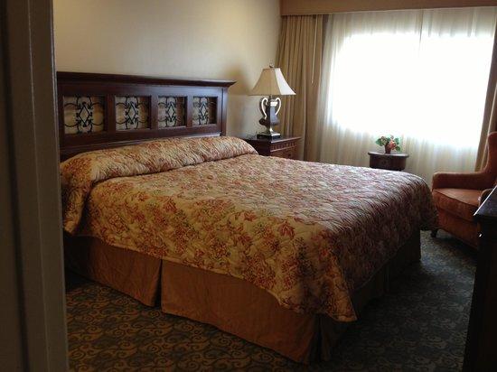 Oceanside Marina Suites: Master bedroom