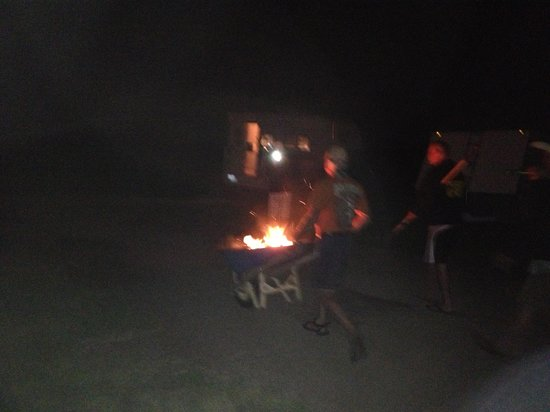 Mountain View Motel & RV Park: We asked Scot if he could move the fire and he did!