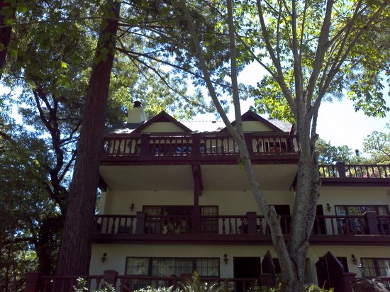 Benbow Historic Inn: The Cottage Balcony.....entire area is yours!