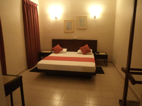 Shalimar Hotel: Bed