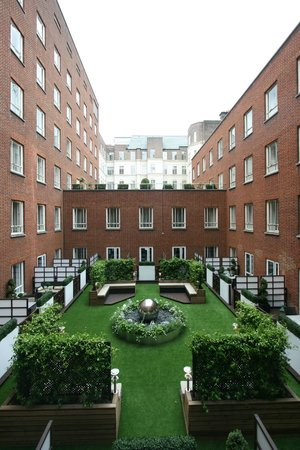 a courtyard view picture of london marriott hotel. Black Bedroom Furniture Sets. Home Design Ideas