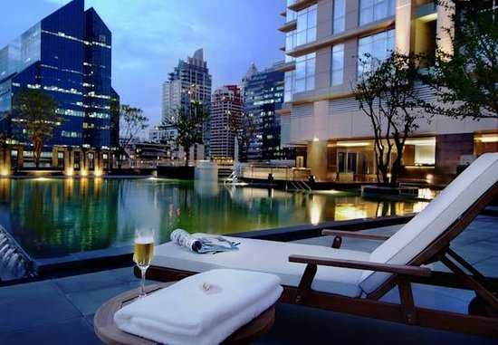 Sathorn Vista, Bangkok - Marriott Executive Apartments: Outdoor saltwater pool