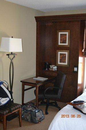 Hampton Inn & Suites St. Louis/South I-55: Desk