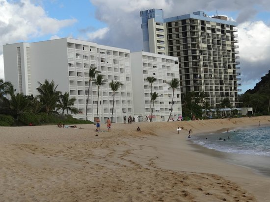 Hawaiian Princes is the taller building