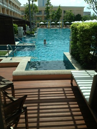 Millennium Resort Patong Phuket: Private patio and jacuzzi, so special!!