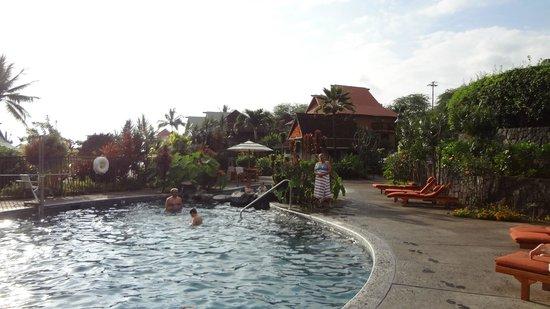 Wyndham Kona Hawaiian Resort : Upper pool, nice little waterfalls, very clean