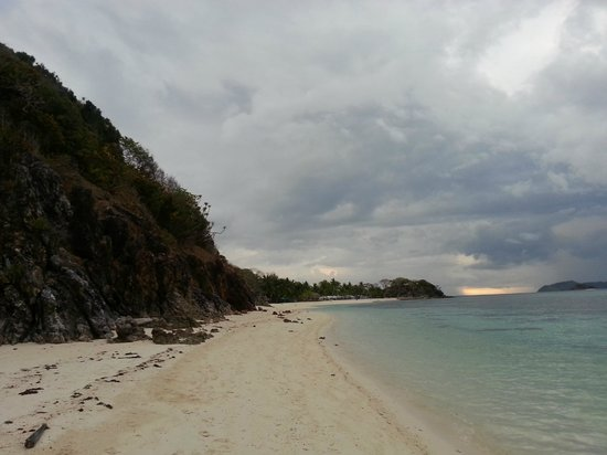 Malcapuya Island: View from the other end of the shoreline