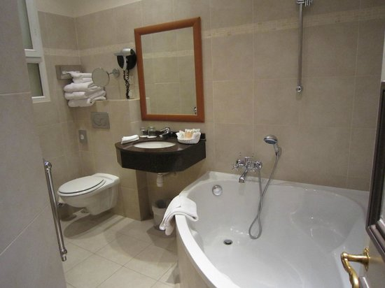 BEST WESTERN PREMIER Trocadero La Tour : Bathroom