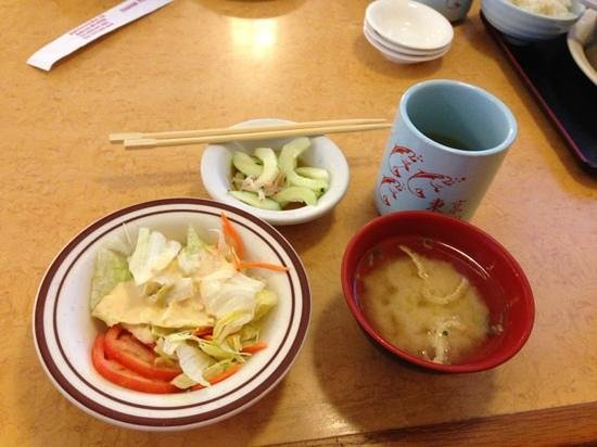 Tokyo Japanese Restaurant: Green salad, cucumber salad and miso soup