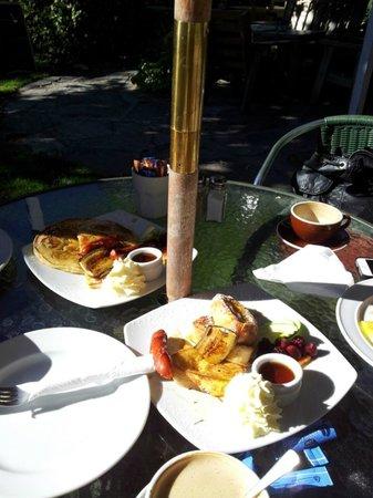 Walnut Cottage Cafe: another breakfast at walnut cottage-banana pancakes