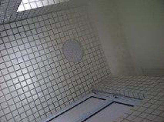 ABC Premium Hostel: shower