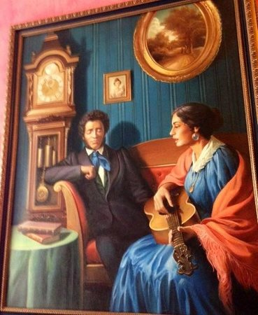 "Happy Pushkin Boutique Hotel: Пушкин поет ""Мохнатый шмель на душистый хмель"""
