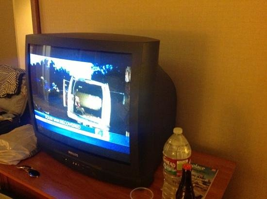 Hyatt Regency Los Angeles International Airport: Old style CRT TV in room