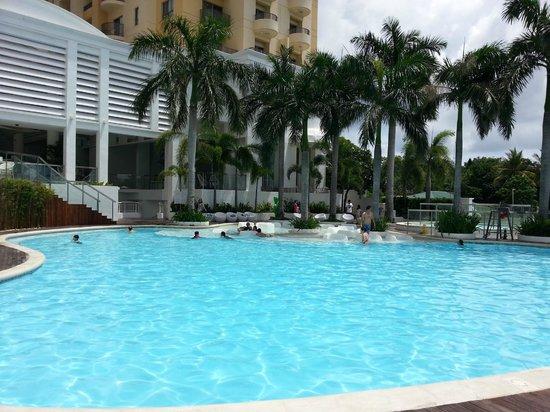 Movenpick Hotel Mactan Island Cebu: Nice Pool Area