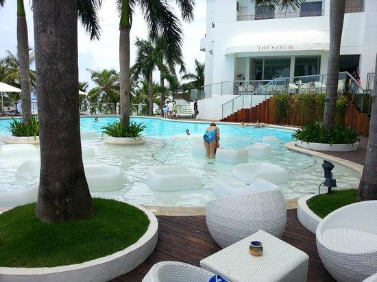 Mövenpick Hotel Mactan Island Cebu: Nice Pool Area