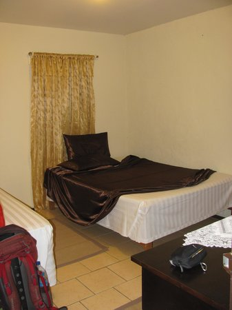 Toni's Guest House: A double room in the family house