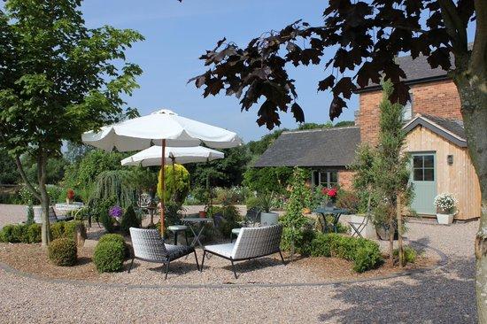 Hayeswood Lodge Boutique Bed & Breakfast: Courtyard garden
