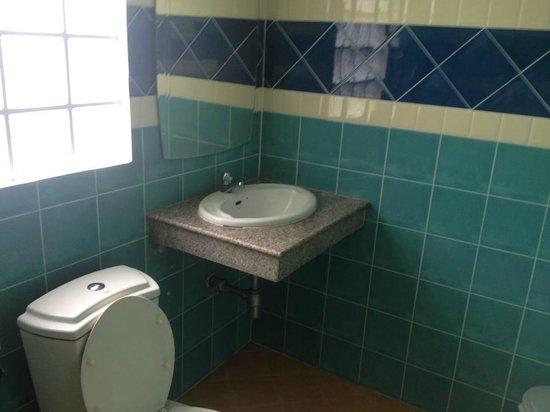 Aonang Backpacker Hostel: Clean toilet
