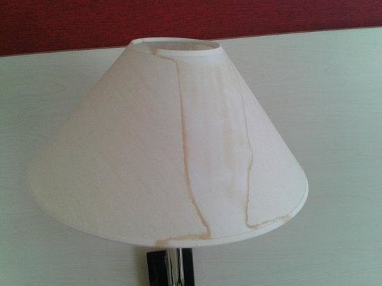 NH Noordwijk Conference Centre Leeuwenhorst: Yucky lampshades