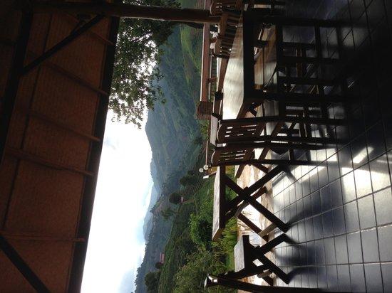 Maesalong Mountain Home: นั่ง ชิลล์ ชิลล์ ดูพระอาทิตย์ทอแสง