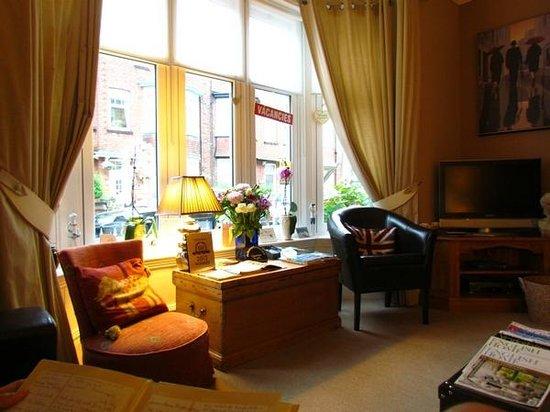 All Seasons Guest House Filey, B&B: living room