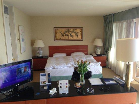 Hotel Royal Plaza Montreux : belle chambre