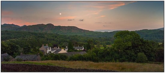 The Boot Inn: Moonrise over Boot