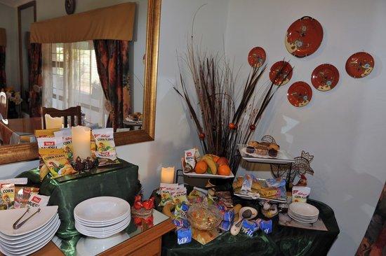Akanan Guest House: Dinning room area