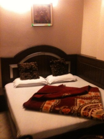 Hotel Amax Inn: Room