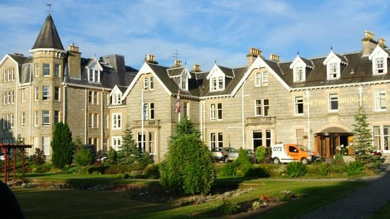 Nethybridge Hotel : Hotel and garden