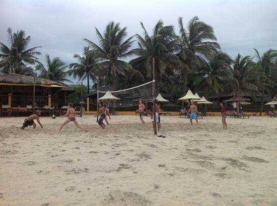Coco Beach Resort: Beach-volley på Coco Beach