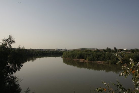 La Posada del Molino: View of the Guadalquivir next to the hotel (left side)