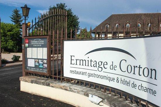 Ermitage de Corton : Hotel entrance