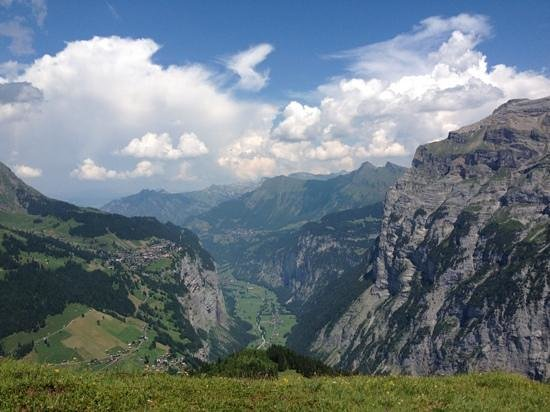 Gimmelwald, Swiss: view facing down the lauterbrunnen valley from tanzbodeli