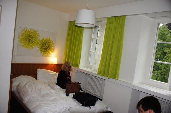 Hotel Stern Luzern: Tiny Room