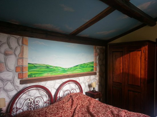 Hotel Masaccio : Parete letto matrimoniale