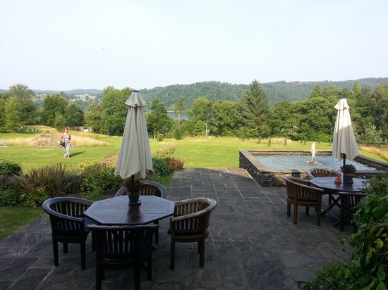 The Ryebeck: View into the garden and patio