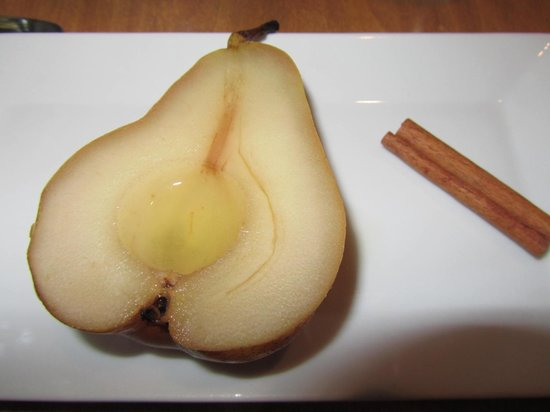 Captain Fairfield Inn : giner poached pear for breakfast
